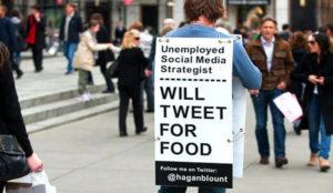 Hagan Blount vandrade runt New York med den här skylten för några år sedan